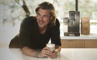 Брэд Питт наслаждается жизнью и пьет кофе в рекламной кампании для De'Longhi